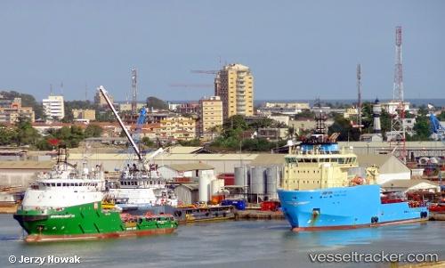 port: Pointe Noire by jojek