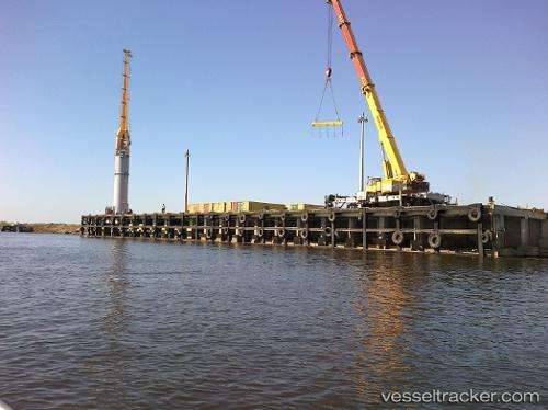 Hafen: Puerto Seguro Fluvial Port by rkowalew