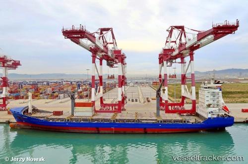 port: Barcelona by jojek