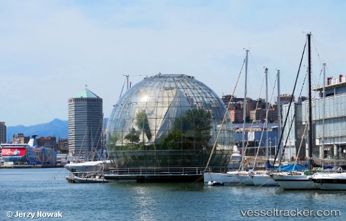port: Genova by jojek