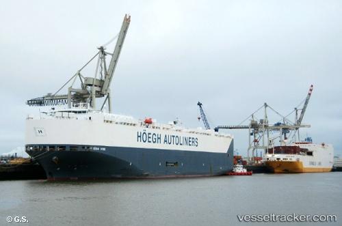 port: Hamburg by Opa-Oeli