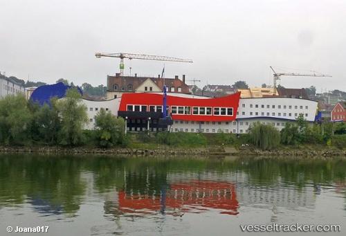 Hafen: Passau by Joanapen