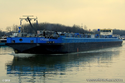Tanker Cycloon by neptun2