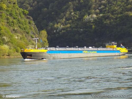 Tanker Piz Sardona by Joanapen