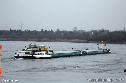 Cargo Ship Nomadisch 1 by rainerw