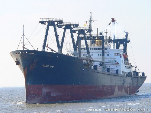 Cargo Ship Cleveland IMO 6916873 by wilfried