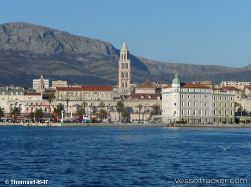 port: Split by Thomas14547