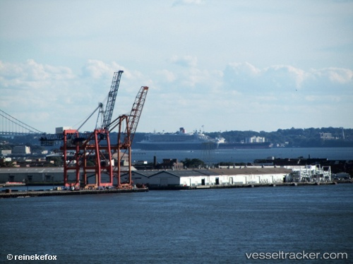 port: New York by reinekefox
