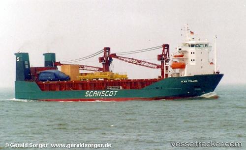 Cargo Ship Blue Whale IMO 9144445 by blaubear